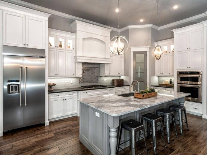 классическая белая кухня с серыми стенами