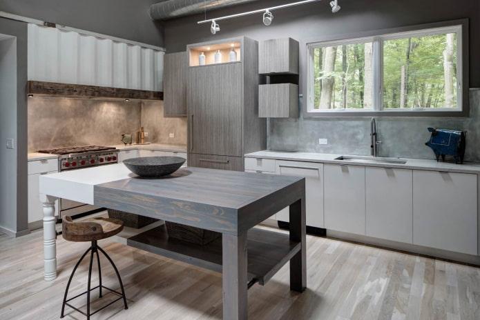 кухня в индустриальном стиле с серыми шкафчиками и белыми тумбами