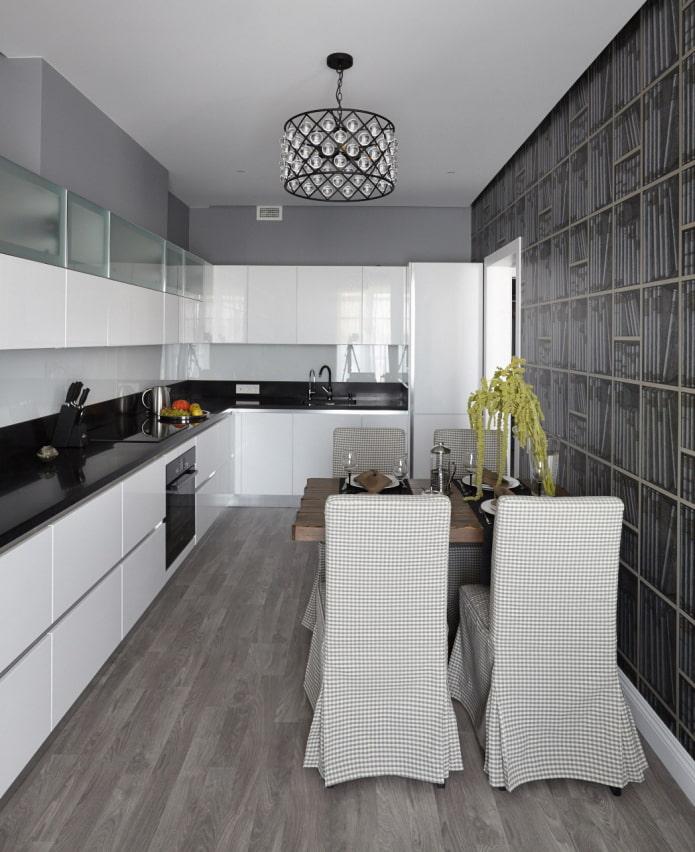 оригинальное оформление стены в серо-белой кухне-столовой