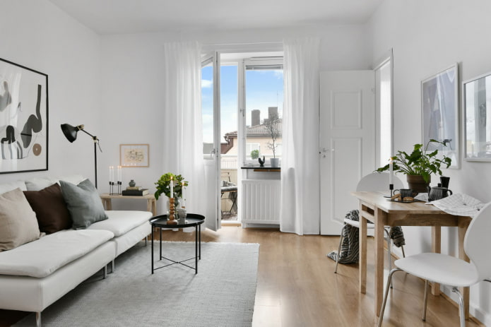 Балконная дверь в скандинавской гостиной