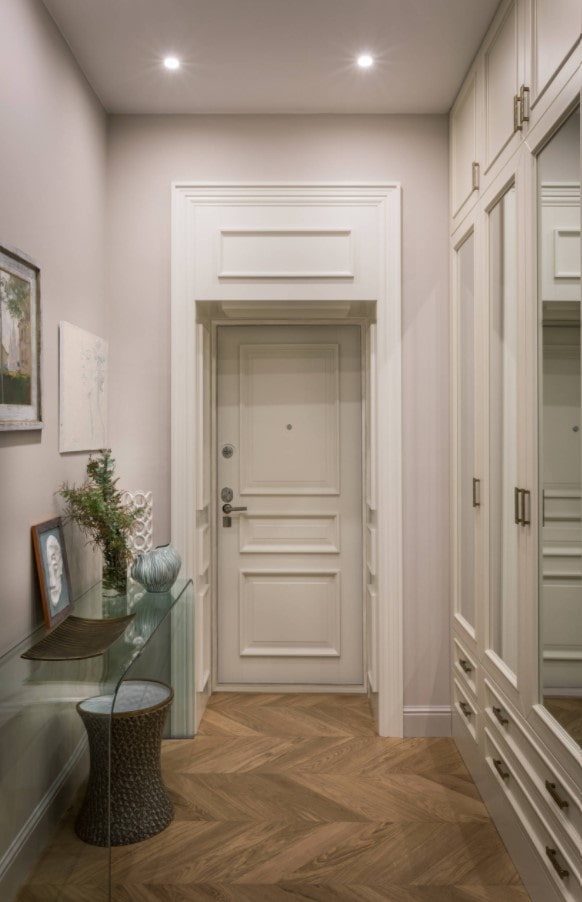 оформление входной двери панелями мдф с молдингами