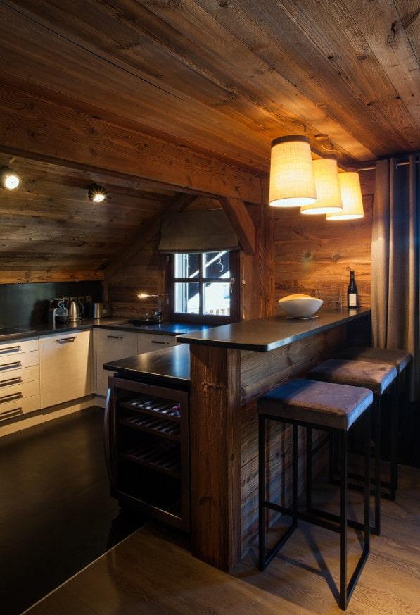 светлые деревянные фасады