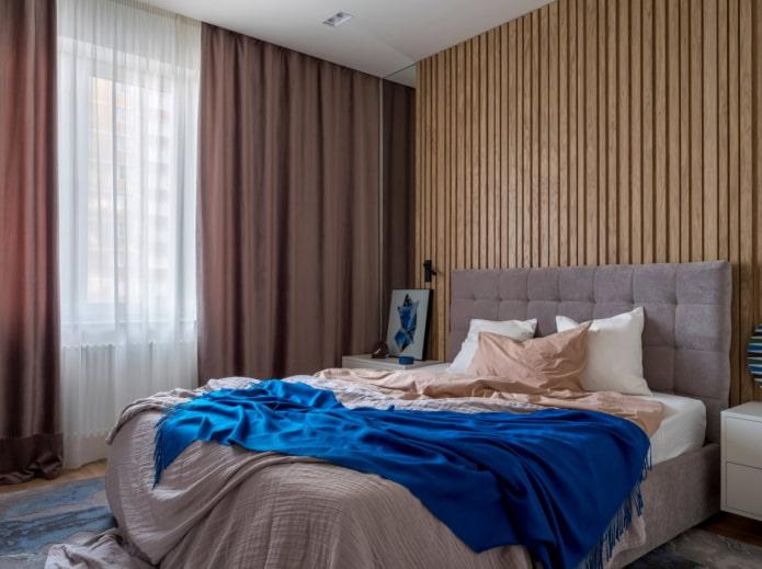 деревянные балки на стене в спальне