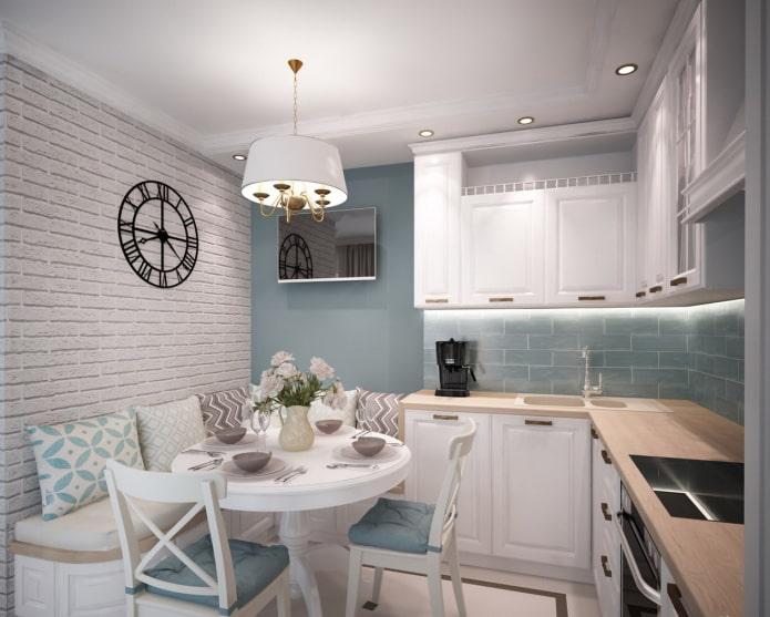маленькая бело-бирюзовая кухня