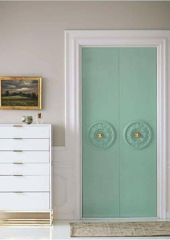 Две розетки на двери