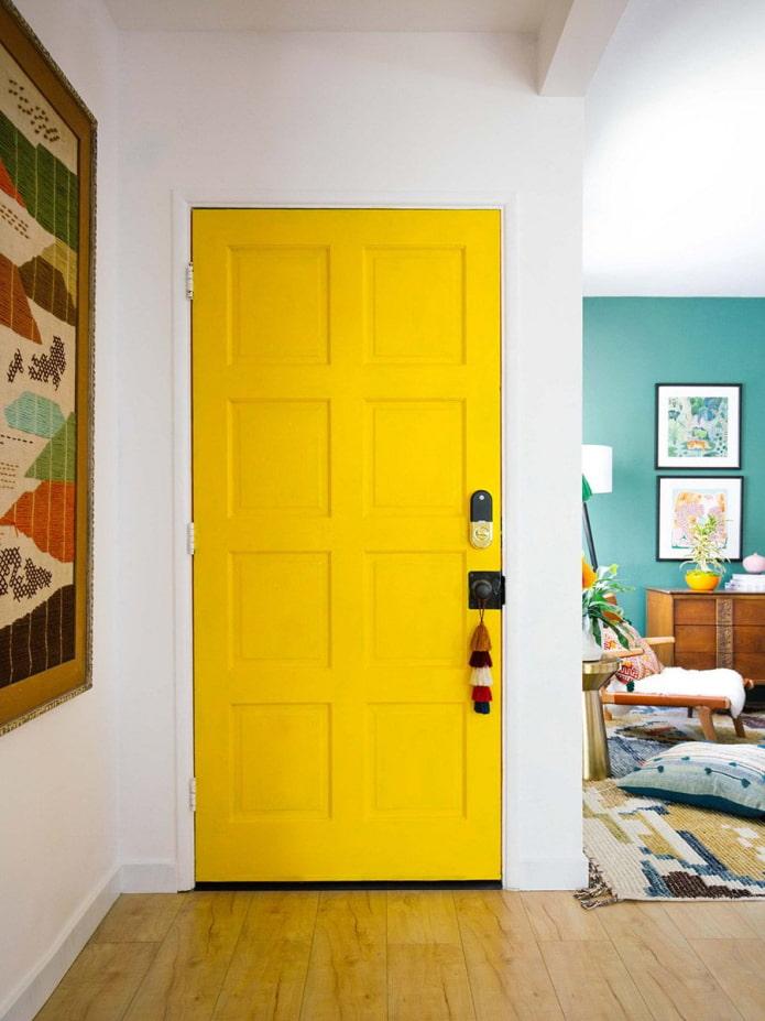 Яркая дверь