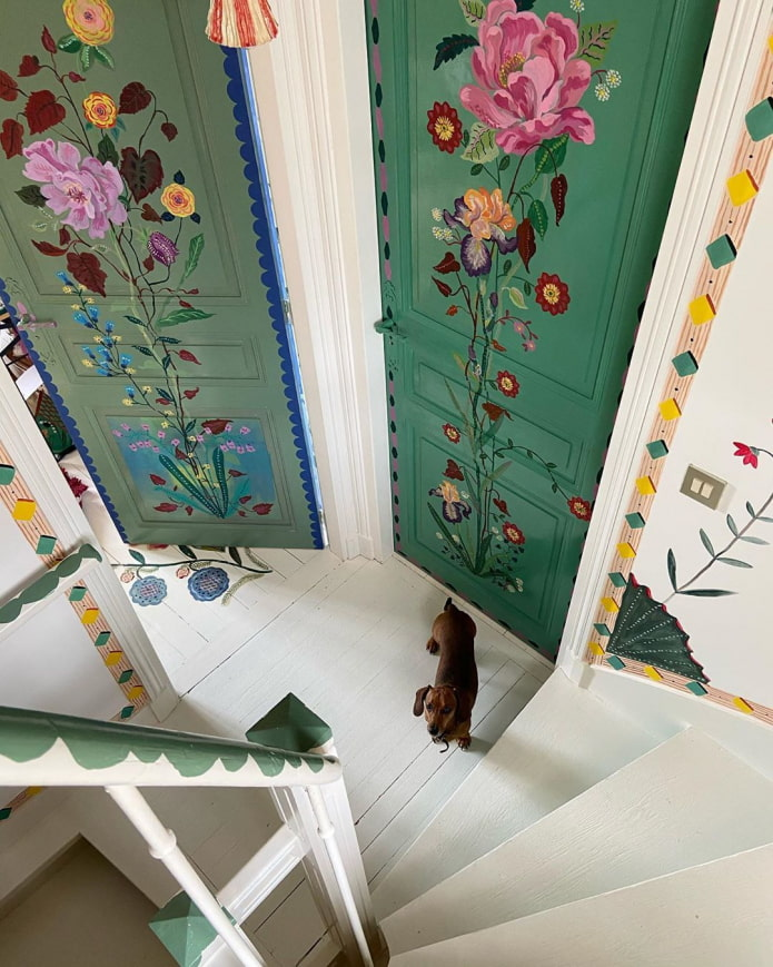 Роспись дверей цветами