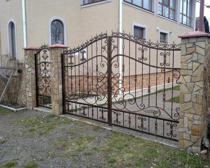 прозрачные кованые ворота