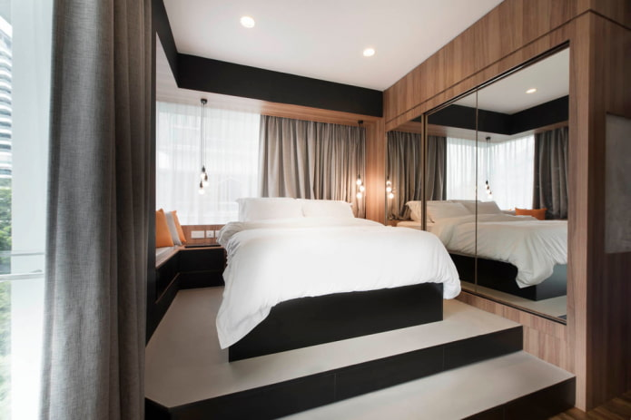спальня с многоярусным подиумом