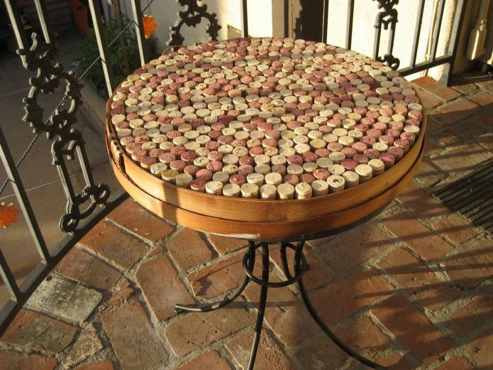 кофейный столик из пробок