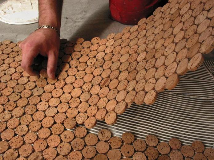 изготовление коврика из пробковых срезов
