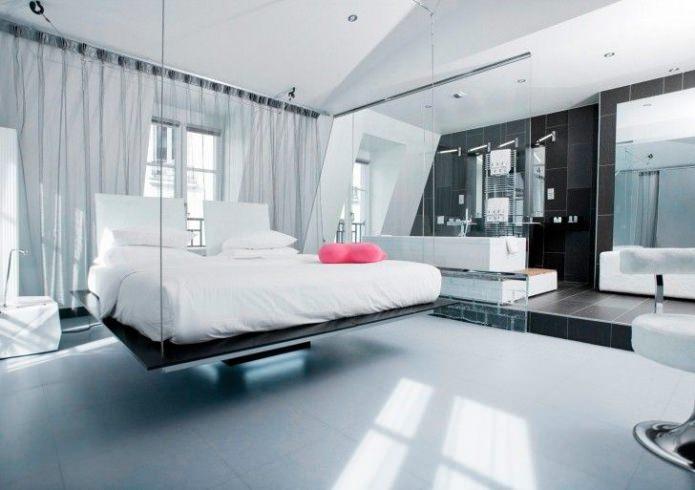 кровать с эффектом «парения в воздухе