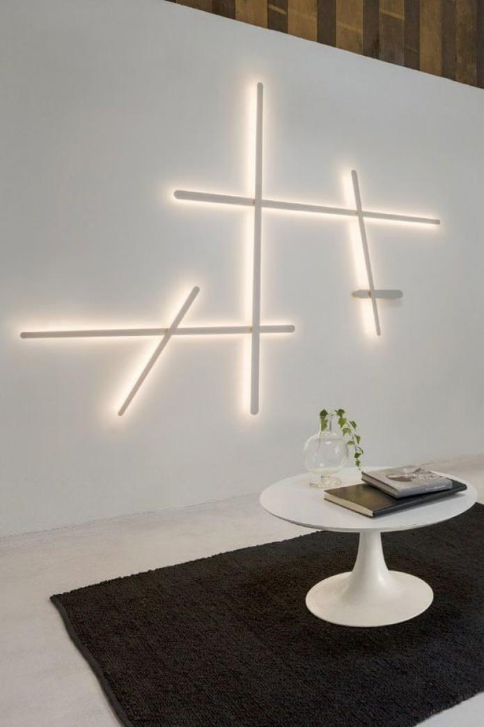 оригинальный светильник на стене