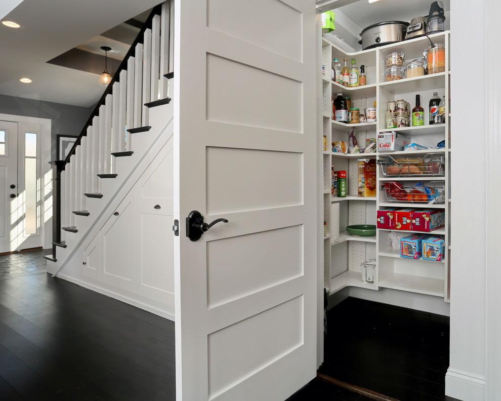 места хранения под лестницей фото эти другие