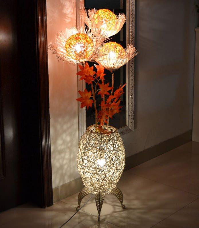 Торшер-ваза с цветами