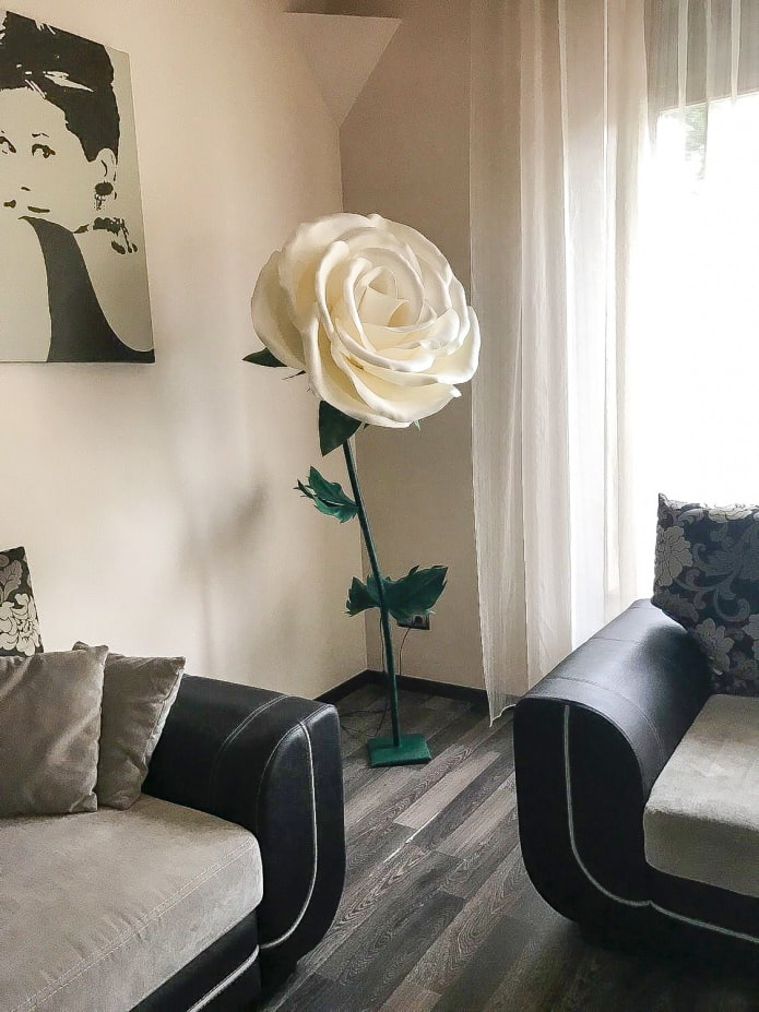 напольный светильник в виде розы