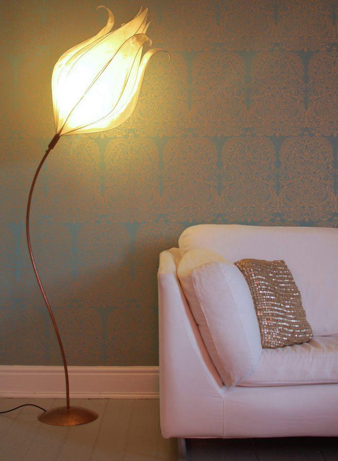 напольный светильник в виде цветка