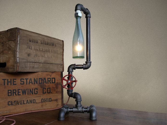 напольная лампа из труб