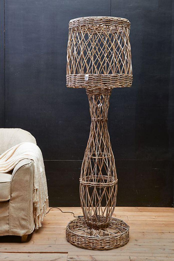 Плетеный напольный светильник