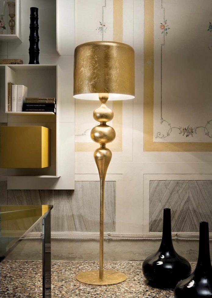 Золотой напольный светильник