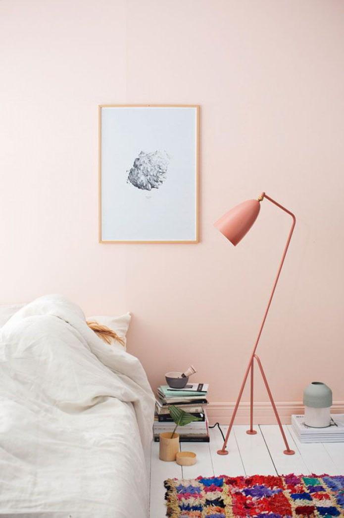 розовый напольный светильник
