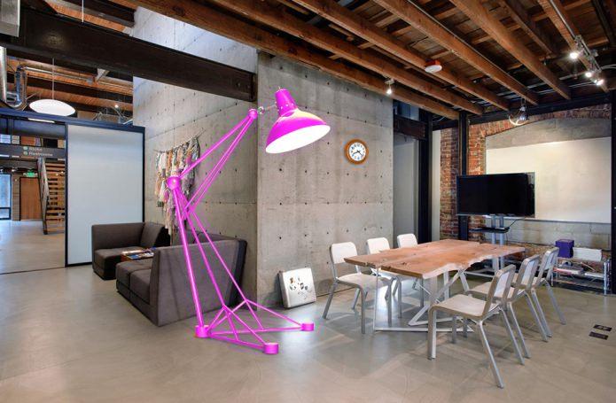 фиолетовый торшер-лампа