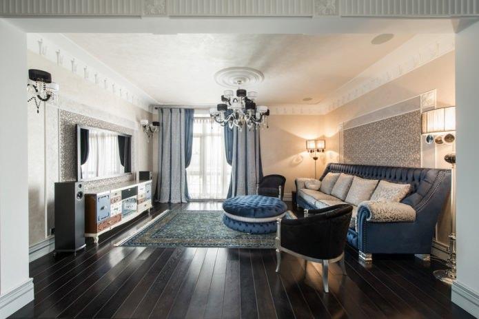 белый широкий напольный плинтус в гостиной