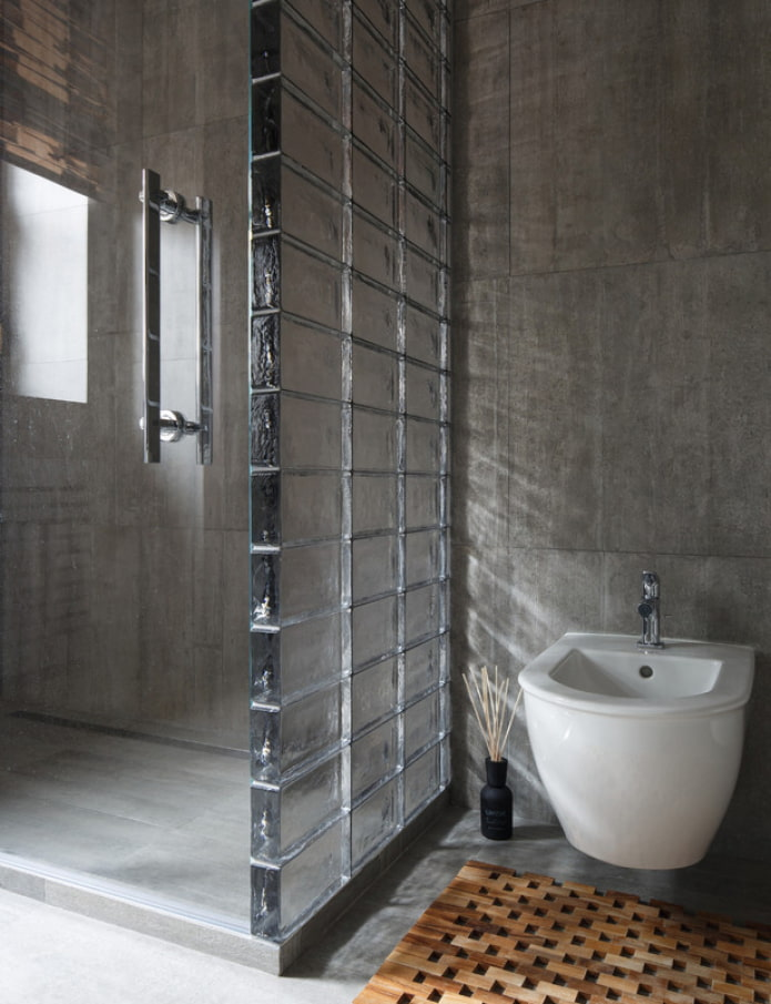 стекло и бетон в санузле
