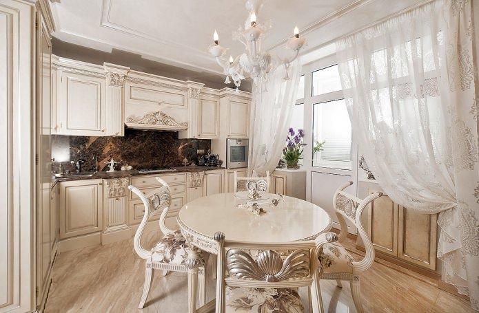 светлый интерьер кухни в классическом стиле