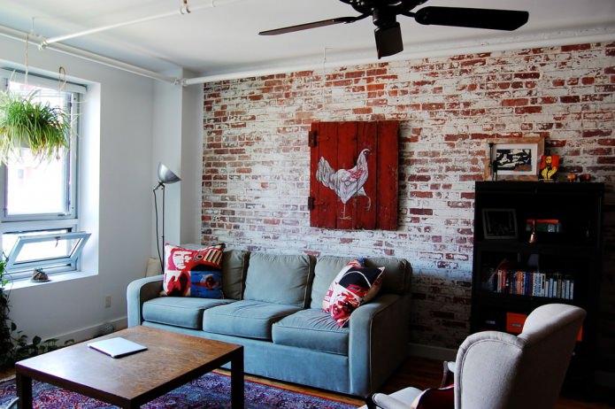 Обои под красный кирпич в дизайне гостиной