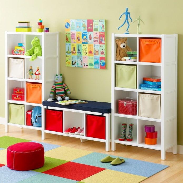 стеллаж для хранения игрушек в детской