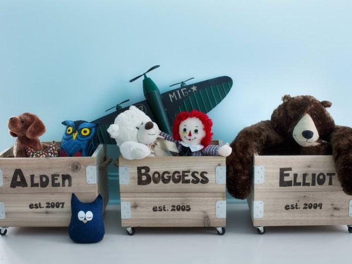 деревянные ящики на колесах для хранения игрушек в детской комнате