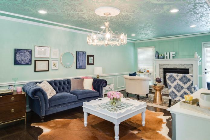 светло-голубые в гостиной