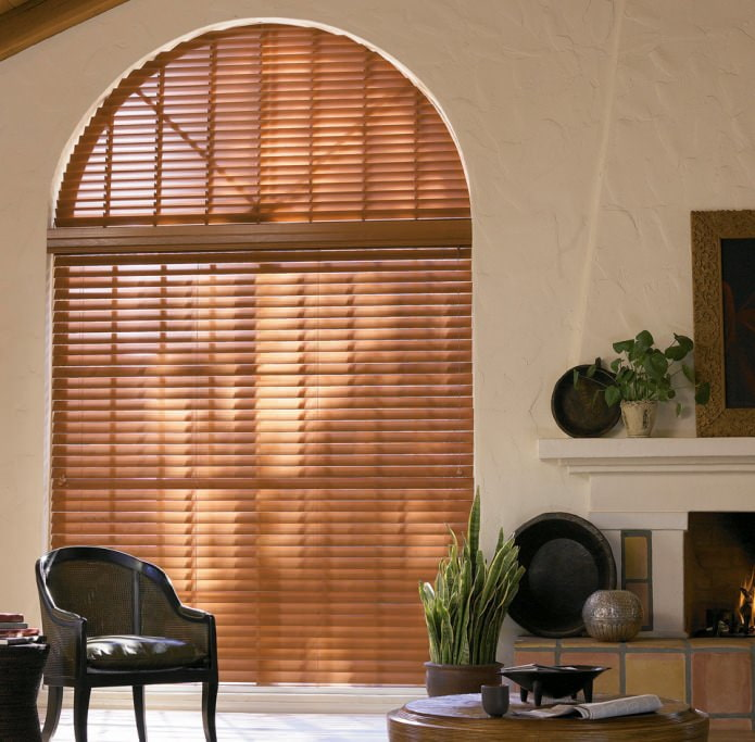 фото штор на арочные окна: жалюзи-плиссе