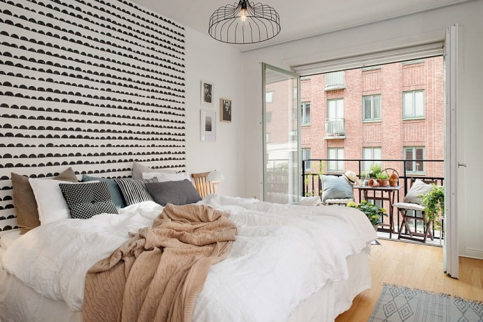 спальня с балконом в скандинавском стиле