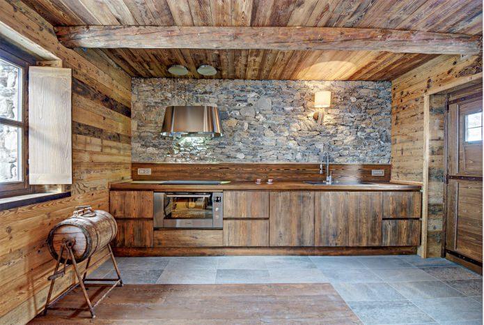 дачный интерьер в стиле альпийского шале