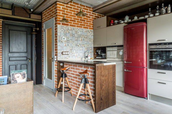 барная стойка декорированная красным кирпичом