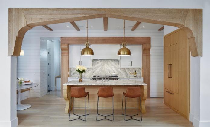 деревянная арочная конструкция на кухне