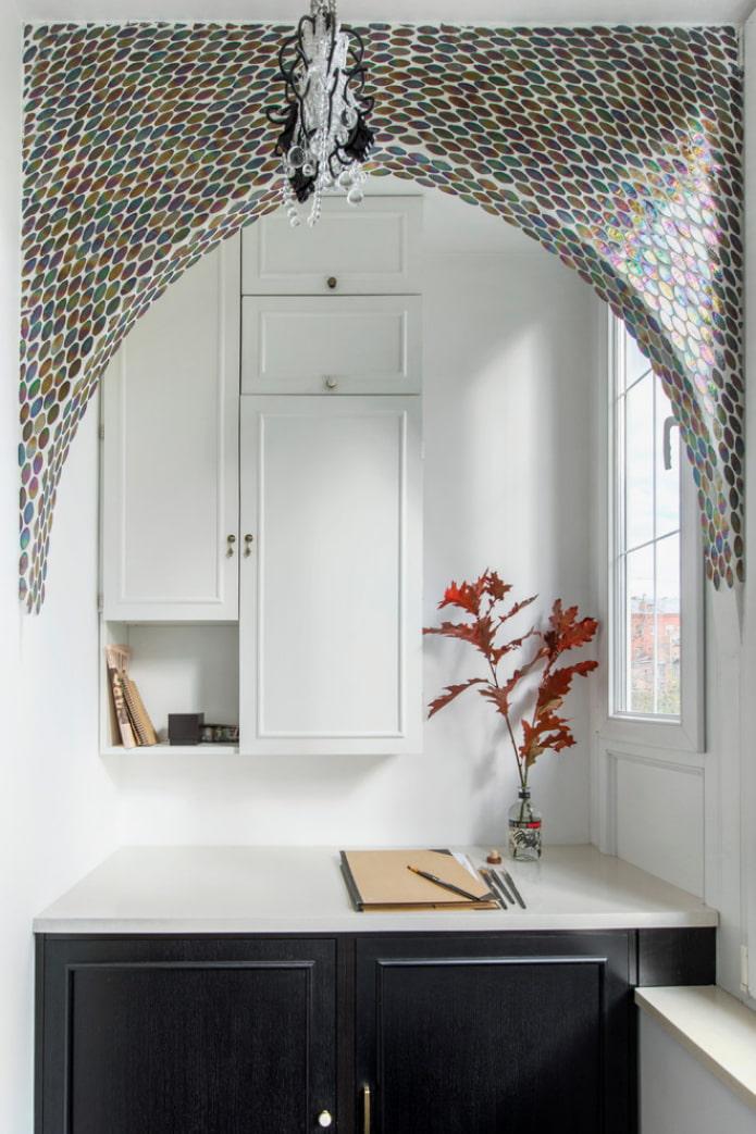 арка оформленная мозаикой