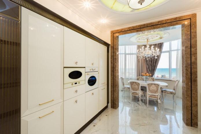 арка между кухней и столовой