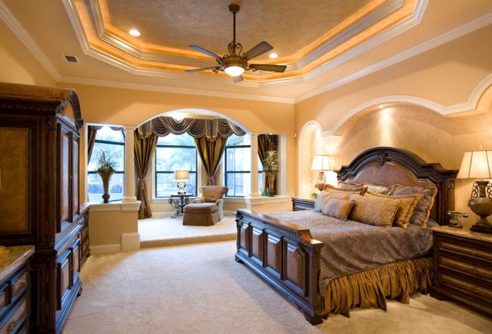 классическая спальня с аркой