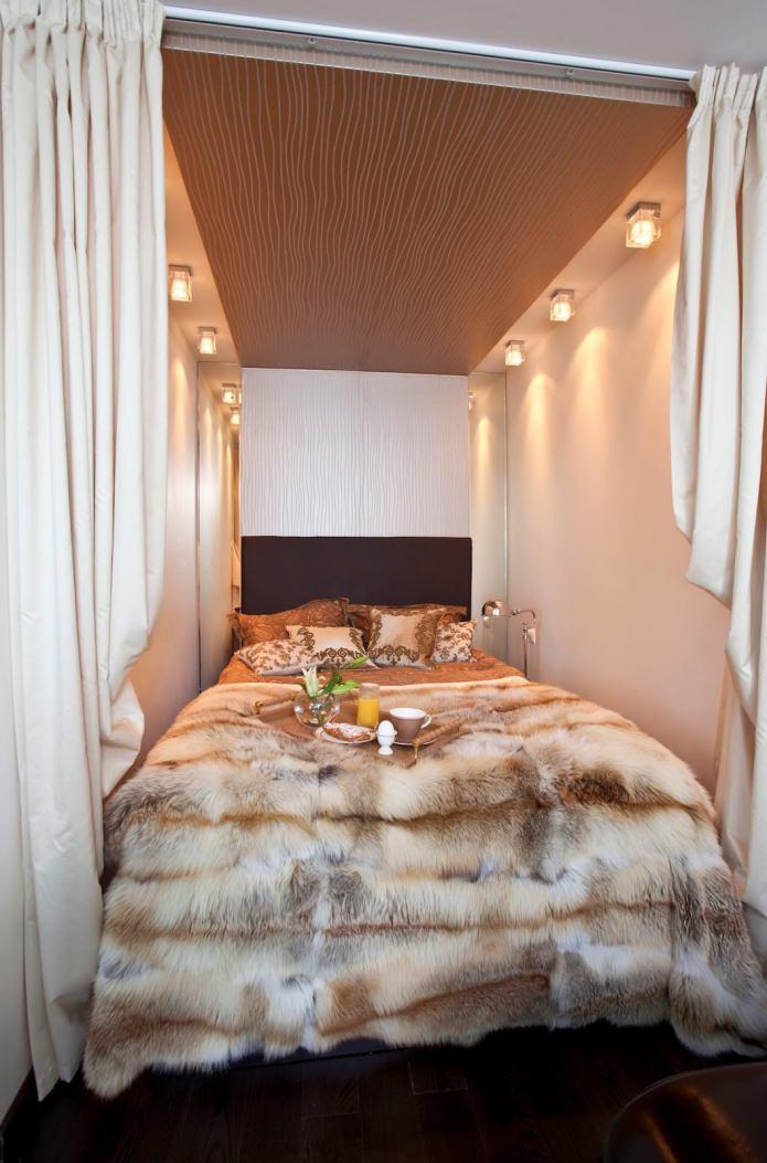 спальня в квартире студийной планировки
