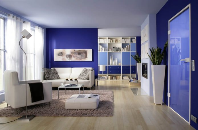 Гостиная в сине-белых тонах