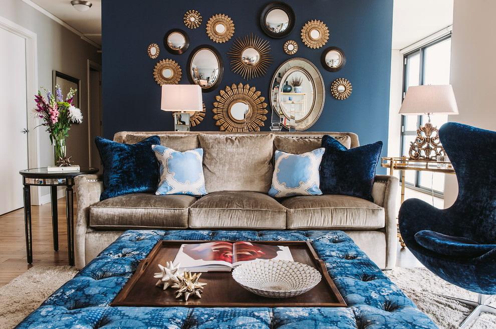 Синие с золотом обои в интерьере фото