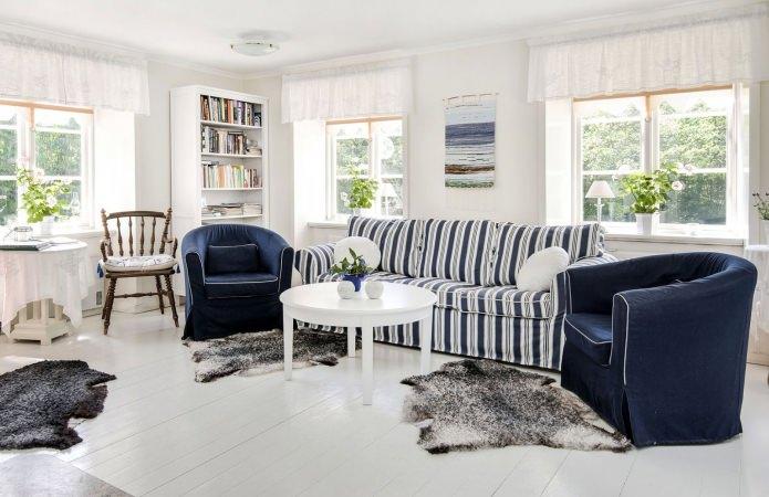 интерьер гостиной в сине-белых тонах