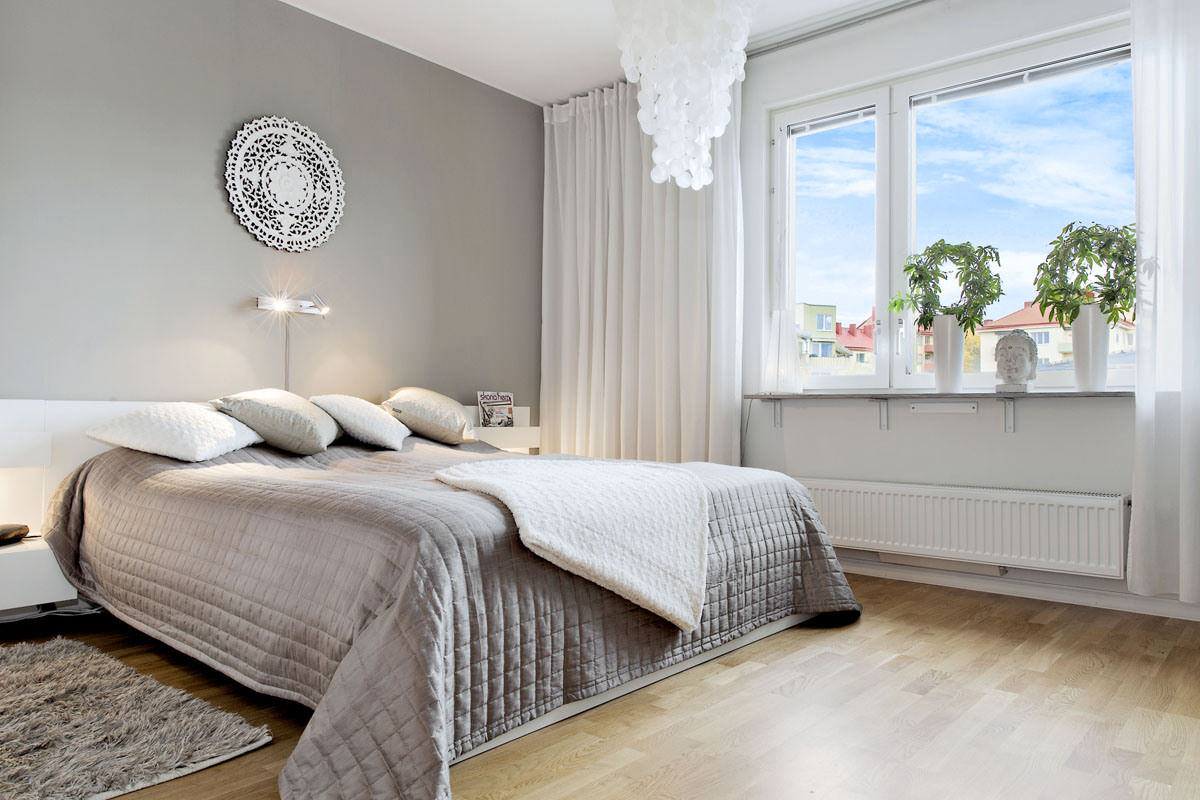 Интерьер спальни белый и серый