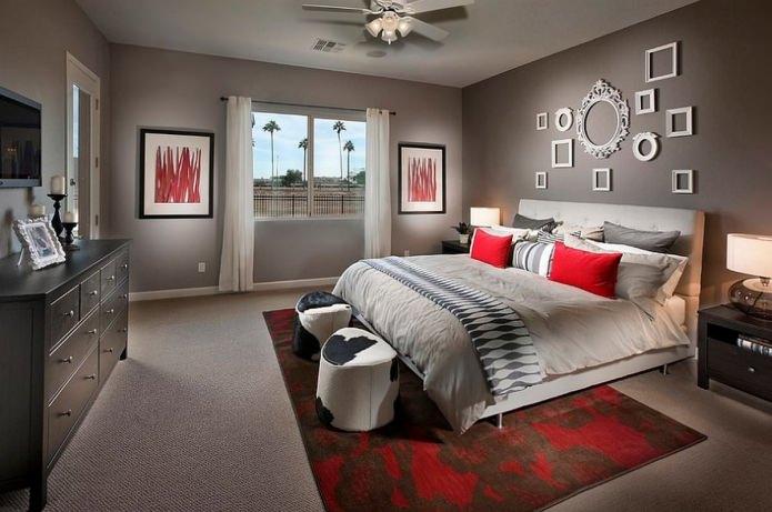 Дизайн спальни в серо-красных тонах