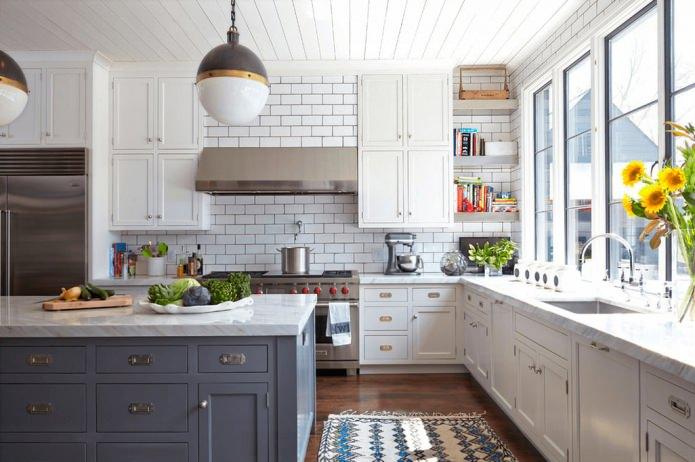 Белый кирпич в оформлении кухни