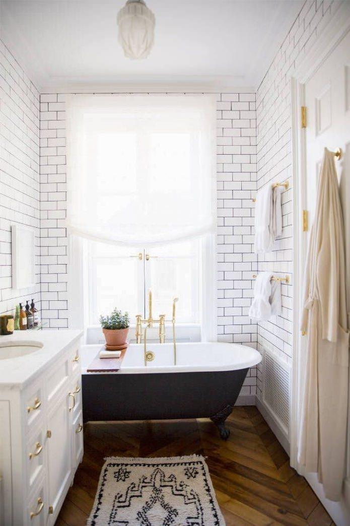 белый кирпич в интерьере ванной