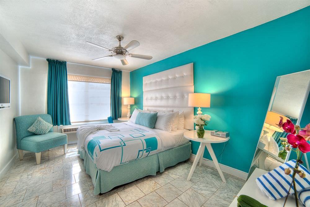 Дизайн комнаты с бирюзовым потолком 85